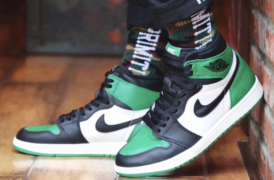 Air Jordan 1 Pine Green 555088-302 On Feet