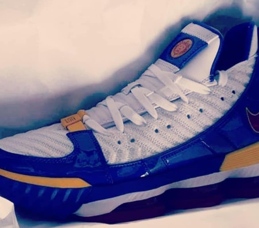 timeless design bf421 77ad7 Nike LeBron 16 SB Superman CD2451-100