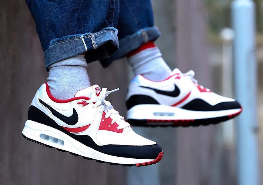 Nike Air Max Light AO8285-101 Release Date