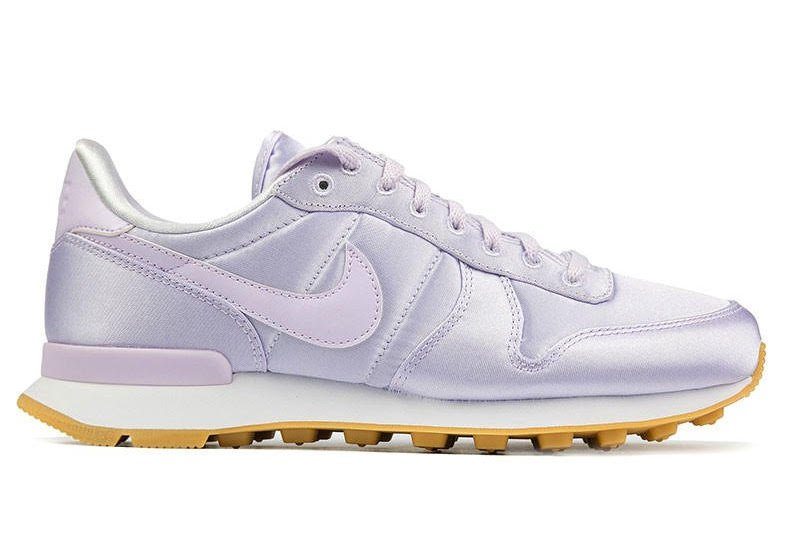 Nike WMNS Internationalist QS Satin Barely Grape 919989-500