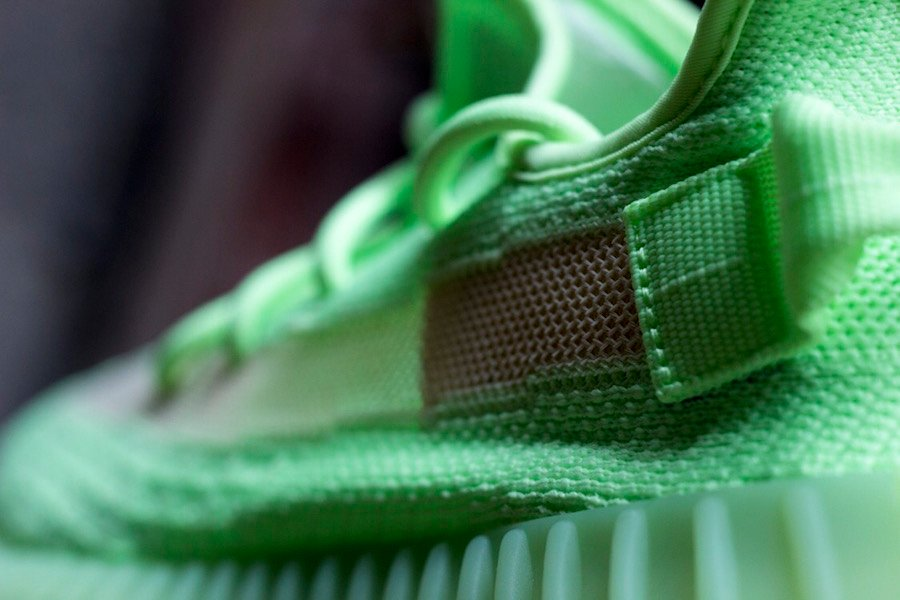 907f8e73 adidas Yeezy Boost 350 V2 Glow in the Dark EG5293 Release Date ...
