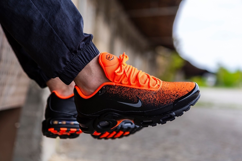 nike air max orange and black