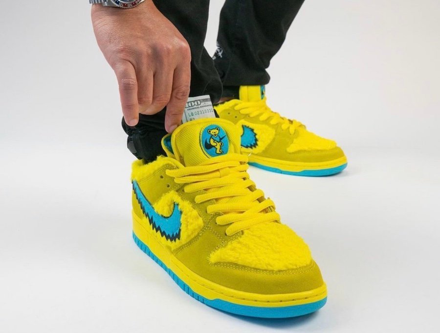 Grateful Dead Nike SB Dunk Low Yellow Bear CJ5378-700 On Feet