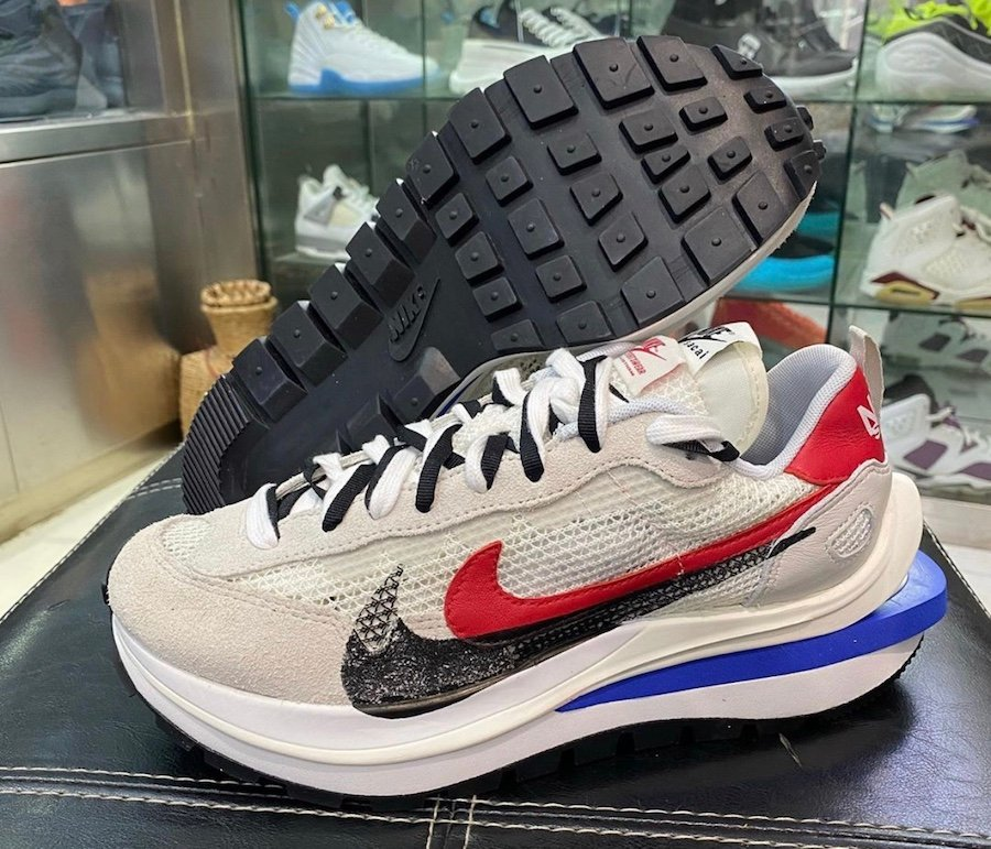 sacai Nike VaporWaffle Game Royal Sport Fuchsia CV1363-100 Release