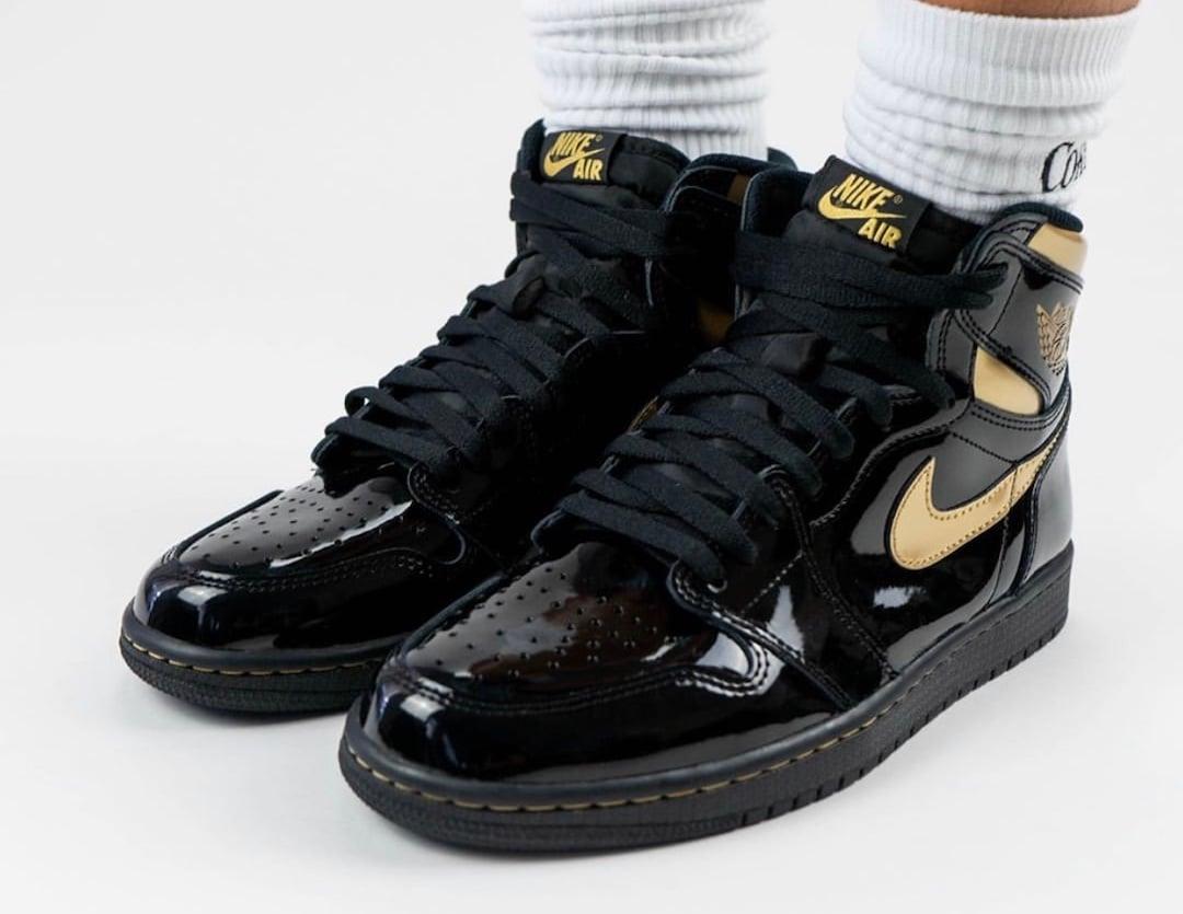 Air Jordan 1 Black Gold 555088-032 On Feet