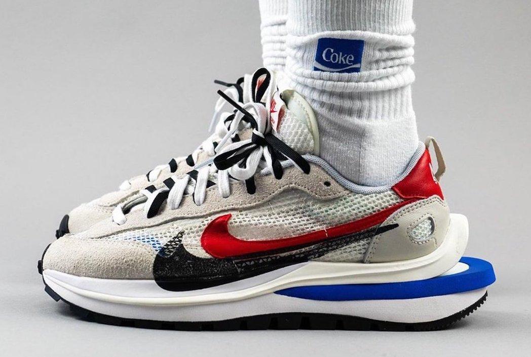 sacai Nike VaporWaffle Sail Light Bone Game Royal Sport Fuchsia On Feet