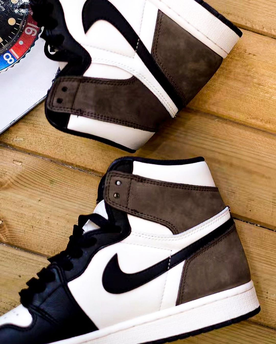 Air Jordan 1 OG Dark Mocha 555088-105