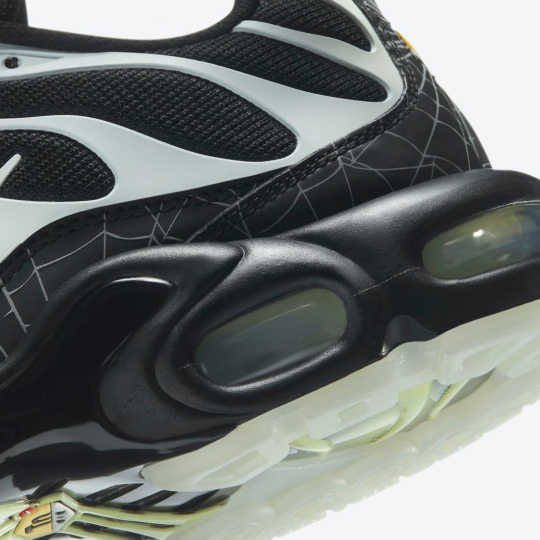 Nike Air Max Plus Spider Web Halloween DD4004-001 Release Date Info