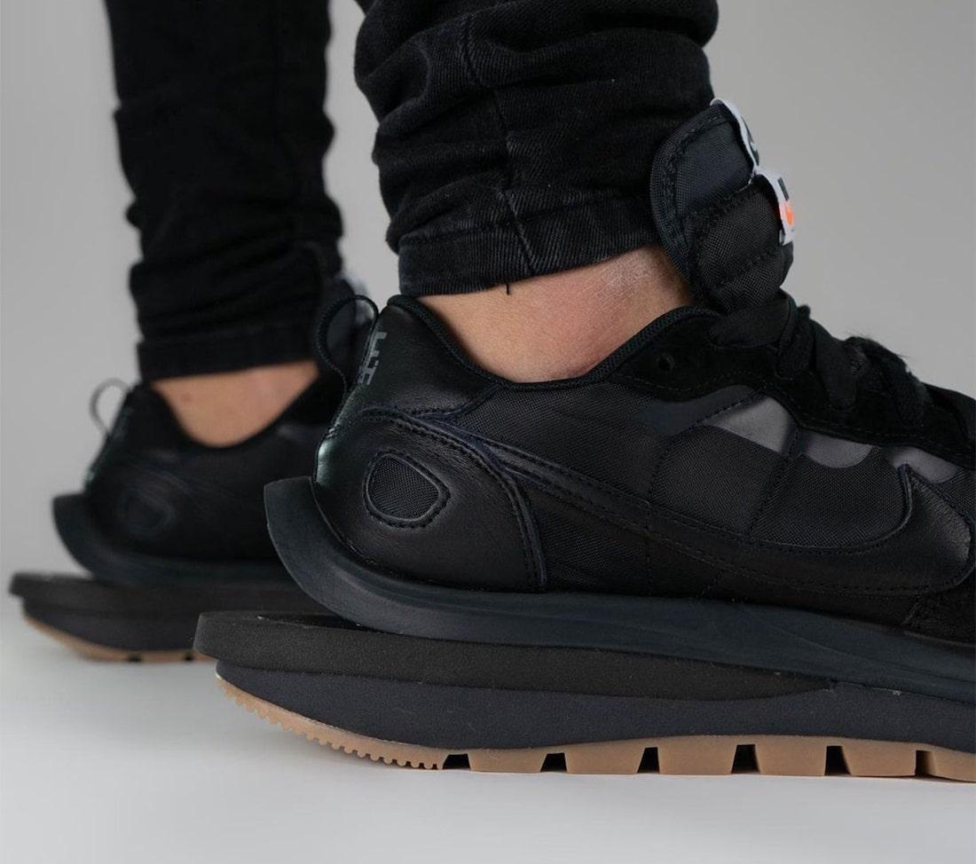 Sacai Nike VaporWaffle Off Noir DD1875-001 On-Feet