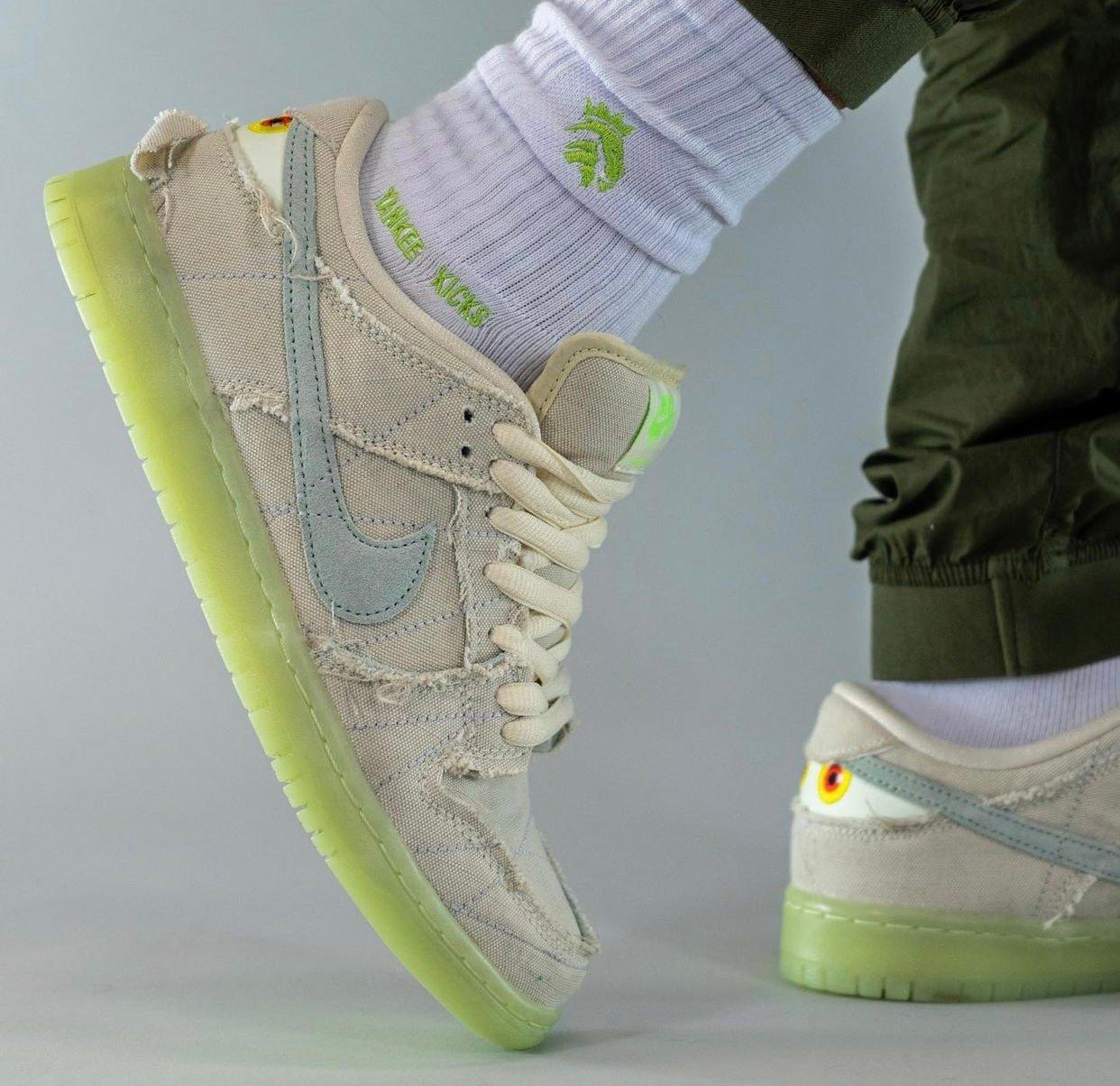 Nike SB Dunk Low Mummy Halloween DM0774-111 On-Feet